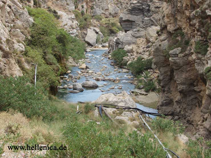 how to get to kourtaliotiko gorge